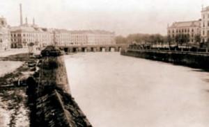 Pražský pevnostní most na Labi s částí batardeau a panenkou (1907)